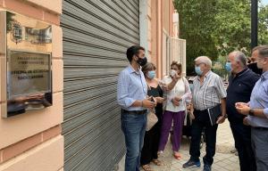 La oficina municipal de empleo de La Chana, cerrada.