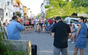 El alcalde y la concejala de Participación, en un encuentro vecinal.