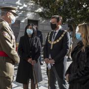 El teniente general del Madoc, la subdelegada del Gobierno, el alcalde y la edil de Participación.