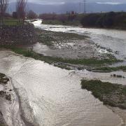 El río Beiro, a la izquierda, vierte sus aguas al Genil