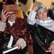 Los dos 'Doctores Honoris Causa', con sus birretes.