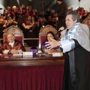 Miguel Ríos sorprendió con una interpretación del 'Himno de la Alegría'.
