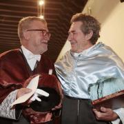 Miradas de complicidad entre los dos 'Doctores Honoris Causa'.